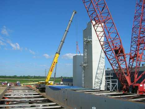 Liquefier (NLU) cold box being set.  Two additional  ASU cold box modules await erection and setting atop the first two modules.