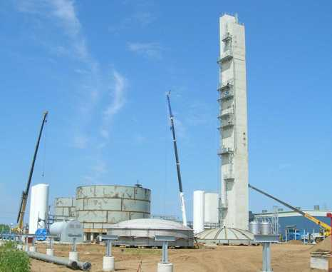 Field erected storage tanks rise at site of UIG-supplied plant supplied to Airgas.